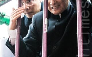 台北市刑事警察大隊長黃明昭表示,白狼(右)是設籍台北市治安顧慮人口,要加強重點查察。如果白狼攻擊立法院靜坐學生,「當然現行犯絕對會逮捕」。(陳柏州/大紀元)