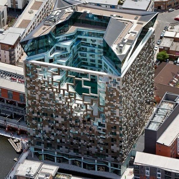 The Cube 地址:196 Wharfside Street, B1 1RN 类型:尚有少量单间/一/二卧室公寓待售,高规格,优质地段,离New Street 火车站步行5分钟 价格:£115,000至£350,000 电话:0121 200 2220 (莱坊)