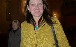 地产经纪Marla Mason女士观看了4月5日的神韵演出后,表示演出激发了她对中华文化的兴趣。(温文清/大纪元)