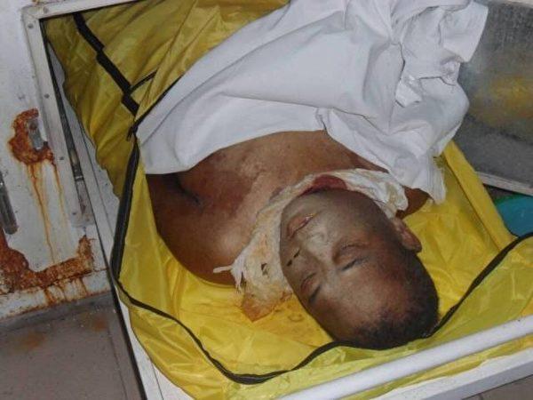 湖北荊州訪民王守誠三年前被關押黑監獄期間離奇死亡,屍體傷痕累累。(知情者提供)