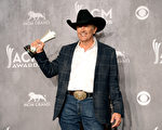 睽违25年,61岁的传奇乡村音乐人乔治•史崔特再夺乡村音乐学院奖年度艺人大奖。(Jason Merritt/Getty Images)