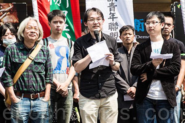 """由反媒体巨兽青年联盟、基进侧翼青年政团、公投护台湾联盟等16个民团组成的""""自由台湾阵线"""",召集人陈子瑜表示,为抗议中天近来新闻表现,因此宣布9日下午2时30分,将号召民众包围中天所在的时报广场大楼,并""""散步""""到国民党立委蔡正元的内湖服务处。(陈柏州 /大纪元)"""