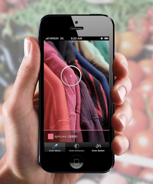 """台科大学生李亚芝以""""Color Me""""App程式入选iF奖前 百大,色彩障碍者只要用手机拍下东西,就可透过App 呈现正确颜色与文字,协助他们独立辨识色彩。 (台科大提供)"""