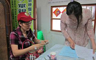 单亲妈妈生活陷困顿,可申请社会福利救急。(刘晓茹/大纪元)