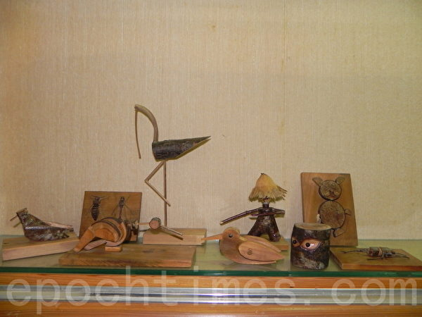 """""""简远海的古早童玩世界""""作品,不论人偶、鸟类、昆虫,都是唯妙唯肖。(蔡上海/大纪元)"""