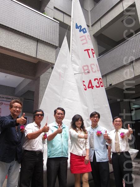鹏管处15日在屏县府举办记者会,宣布2014年大鹏湾帆船系列活动正式开跑。(摄影:简惠敏/大纪元)