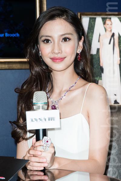 港星Angelababy(杨颖)4月15日在台北出席珠宝展,并澄清没有外传的日本求婚之旅。(陈柏州/大纪元)