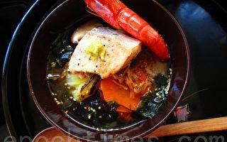 丰盛海鲜泡饭(摄影:家和/大纪元)