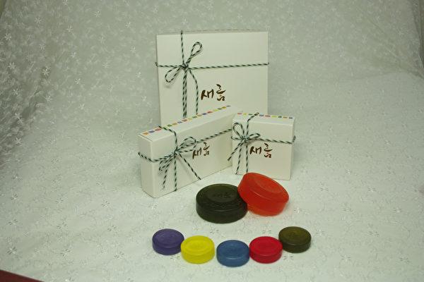 韩国化学博士、(株)UXN代表夫瀚吉研制的纯天然韩方手工香皂。(图:夫瀚吉提供)