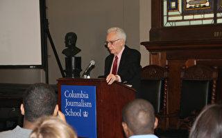 普立兹奖执行长吉斯勒(Sig Gissler) 在哥伦比亚大学宣布了获奖名单。 (王依澜/大纪元)