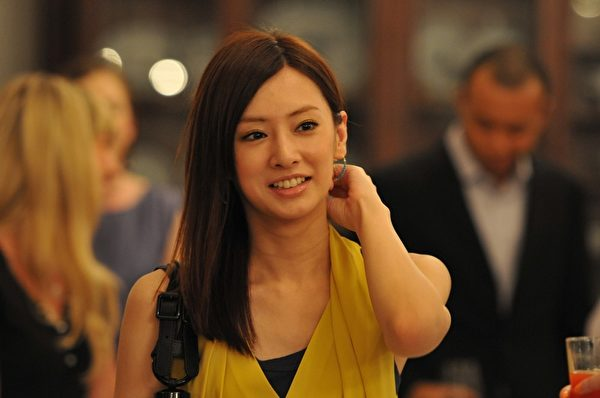北川景子突破之前幾部電影的玉女形象,在本片轉型好賭成性的野蠻女。(采昌國際多媒體提供)