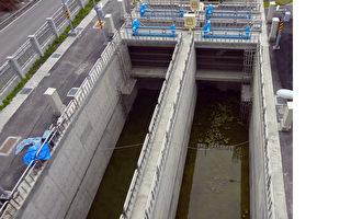 以莫拉克颱風特別預算專款補助新台幣6.2億元的屏東 縣塭豐海水供應站,17日揭牌引水試營運,將可供應 470公頃養殖用水。 (立委潘孟安服務處提供)