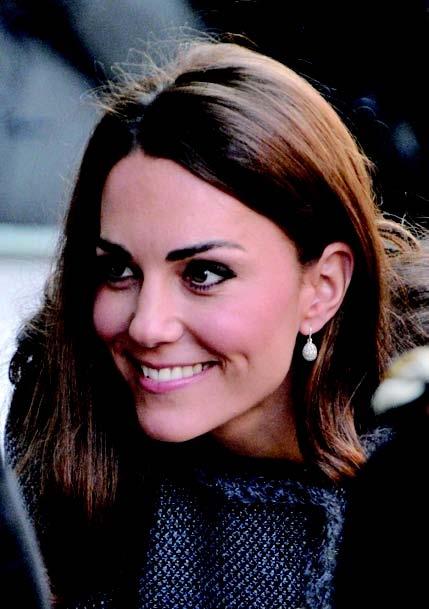 英国王妃凯特戴的白晶石蛋形耳环有希望和新生的意思。(图/Getty Images)
