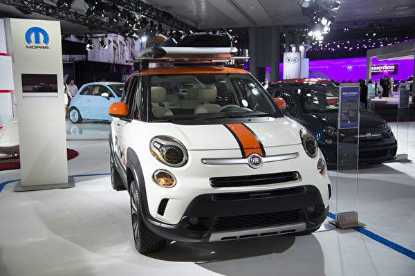 菲亚特(Fiat)也是小型车的代表之作,今年新款菲亚特.阿巴斯(Abarth)推出自动排挡选择,希望争取到不用手动车的顾客。(戴兵/大纪元)