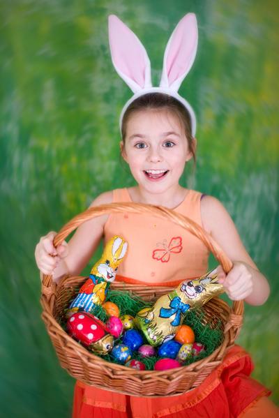 复活节活动中,小孩子们很喜欢各式美味的巧克力彩蛋和找复活节彩蛋的游戏。(Fotolia.com)