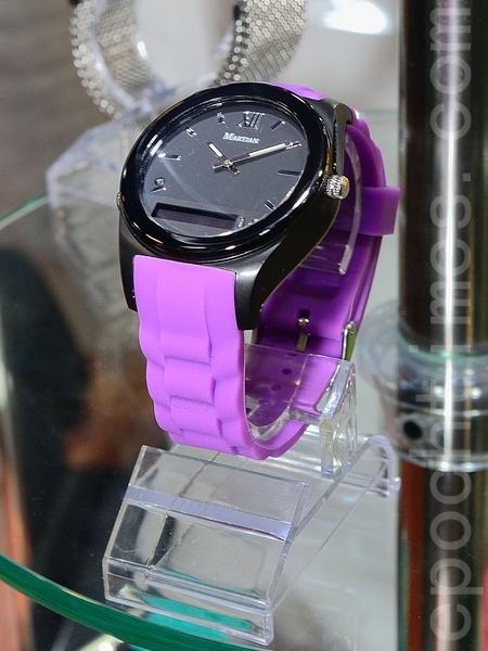 摩絢錶與正常指針式腕錶的外觀並無不同。(方惠萱 /大紀元)