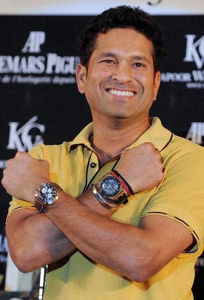 印度板球隊員展示愛彼錶。(圖/Getty Images)