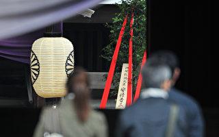 日本首相安倍晋三21日托人在靖国神社供奉常绿植物,但未前去参拜。(Yoshikazu TSUNO/AFP)