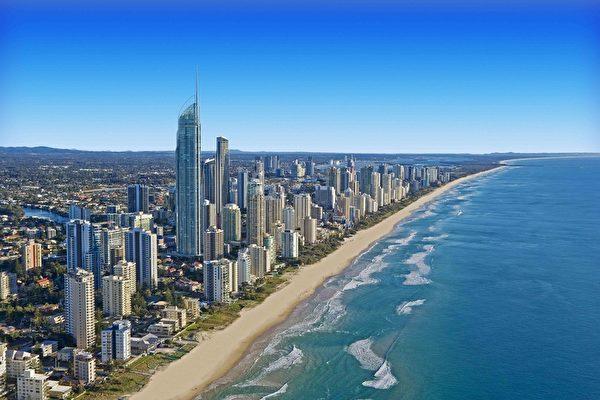 黄金海岸是片大自然恩赐之地,阳光、沙滩、热带雨林美不胜收。(澳洲旅游局 Tourism Australia 提供)