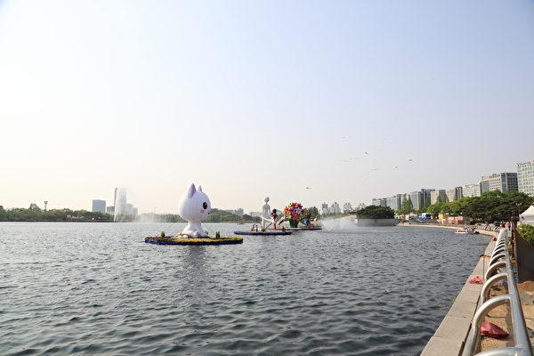 """高阳市一山""""湖水公园""""是亚洲最大的人工湖水公园。(全宇/大纪元)"""