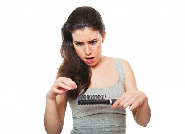 中医师认为,肾主发根、肝血主发尾,头发的好坏跟气血是脱不开关系。(Fotolia)