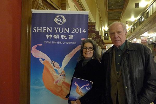前芭蕾舞演员Anna Ding(左)和著名小说家William Kennedy(右)4月27日首次观看神韵,两夫妇赞赏神韵展示的中华传统信仰和价值观。(蔡溶/大纪元)