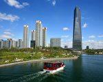 韩国政府正在将只局限于济州岛渡假村的韩国房地产投资移民制,推广到仁川经济自由区公寓。图为具西欧风格的松岛中心公园。(图片提供:IFEZ)