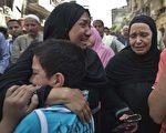 埃及明亚省明亚市法官28日再次判处683人死刑,令在法院外等候的家属悲痛不已。(KHALED DESOUKI/AFP/Getty Images)