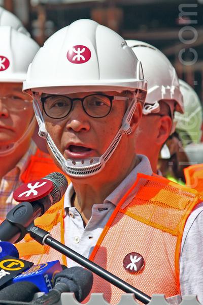 港鐵主席錢果豐在記者追問下,僅表示會在下星期(五月五日)的立法會小組會上交代高鐵超支及延誤的問題。(潘在殊/大紀元)