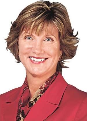 《羅切斯特民主紀事報》(Rochester Democrat and Chronicle)副總裁兼編輯梅格納森(Karen Magnuson)於2014年4月29日晚在紐約州羅切斯特第一次看神韻,她說自己完全被演出迷住了,「太美妙了,繽紛飄逸的服裝如夢幻般美麗,我最欣賞的節目是極富戲劇性的反映中國現實的蓮花舞蹈,淒美而壯麗;還有《哪吒鬧海》中那個龍出現的方式和豪邁奔放的蒙古族的《筷子舞》。」(網絡圖片)