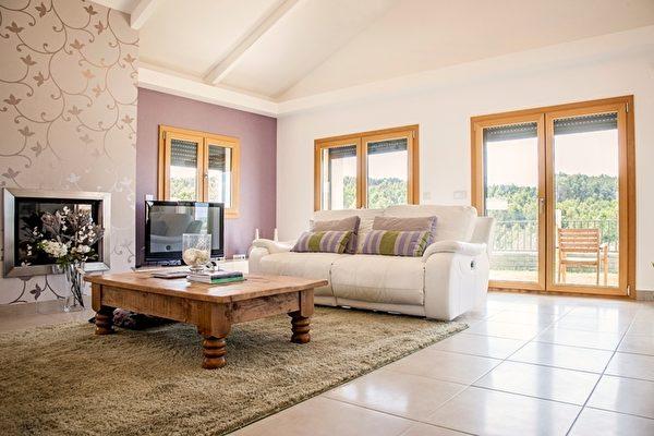 客厅宽敞舒适,典雅质朴。(PRO PORTUGAL公司提供)