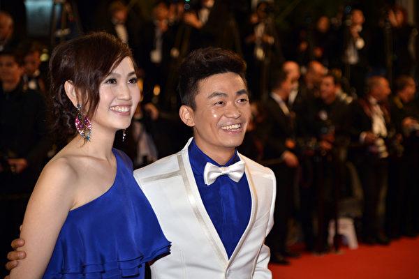 王宝强带着妻子马蓉现身戛纳红毯。(ALBERTO PIZZOLI/AFP/Getty Images)