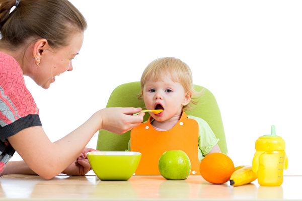 孕妇在怀孕时多吃健康蔬果,将来宝宝也会喜欢吃蔬果。(Fotolia)