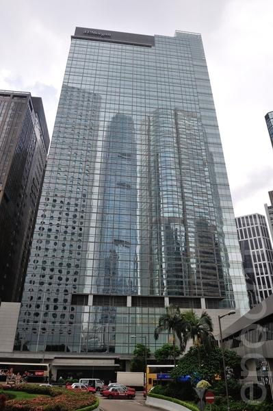 对摩根大通的调查,令一些中国官员担心他们自己子女的名字会被披露出来。图为位于香港中环的遮打大厦是摩根大通亚太区(日本除外)总部。(宋祥龙/大纪元)