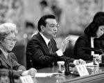 5月26日,野村證券和高盛高華證券分別發表報告稱,日前中共國務院總理李克強的講話可能暗示大陸宏觀政策將進一步放鬆,以緩解短期內經濟面臨下行的風險。(AFP)