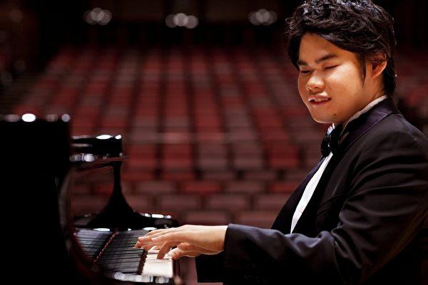 辻井伸行将于7月26日在台北举办钢琴独奏会。(avex taiwan提供)