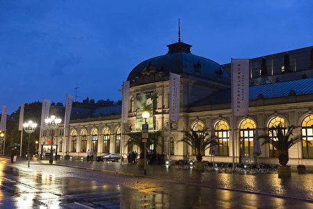 德國巴登巴登歌劇院是德國第一大,歐洲第二大歌劇院。(Matthias Kehrein/大紀元)