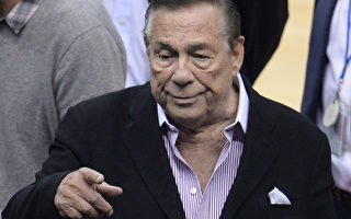 NBA于2014年5月3日声明表示,为了联盟及球队稳定,将审核有意入主快船队并适合管理监督球队的人选,担任快船的新老板。本图为因发表种族歧视言论,而遭判终身禁赛的快船老板斯特林(Donald Sterling)。(AFP PHOTO / ROBYN BECK)