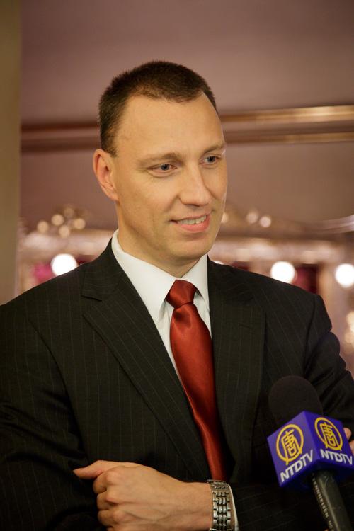 基督教民主联盟-捷克斯洛伐克人民党领袖、文化部参赞Jan Wolf观看了2014年5月3日晚、美国神韵世界艺术团在捷克布拉格的演出,他认为演出对他的灵魂来说非常重要。(Kamil/大纪元)