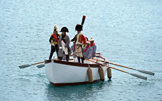意大利艾巴岛,4日重现拿破仑1814年兵败后流放此地的情景。(VINCENZO PINTO/AFP)