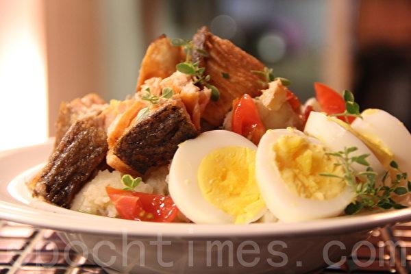 地中海温鲑鱼马铃薯沙拉Salmon potato salad(摄影:ALEX/大纪元)