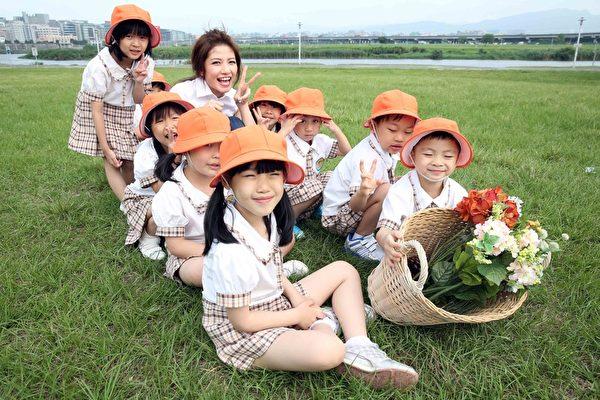 李千娜《心花开》带领小孩齐跳舞