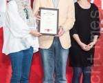 第16届台北电影奖5月9日在台北公布入选影片,《梦游动物园》入围动画片,导演华文庆(中)与剧组人员上台领取入围证书。(陈柏州/大纪元)