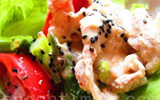 豆浆涮肉片汇蔬菜沙拉(摄影:家和/大纪元)