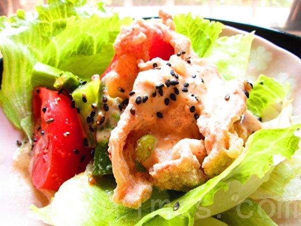 豆漿涮肉片匯蔬菜沙拉(攝影:家和/大紀元)