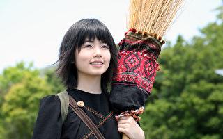 小芝風花飾演見習魔女琪琪。(華映提供)