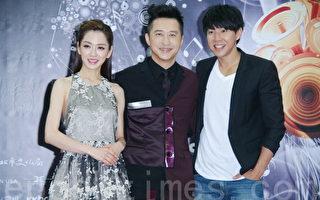杨千霈、庾澄庆、Dennis三人一起于2014年5月19日出席25届金曲奖主持人亮相记者会。(黄宗茂/大纪元)