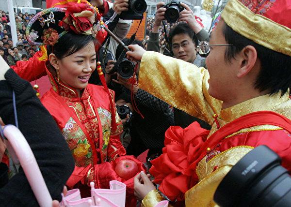 满族早期的婚嫁礼仪更多地保留了女真人的习俗,简朴有趣。(图/Getty Images)