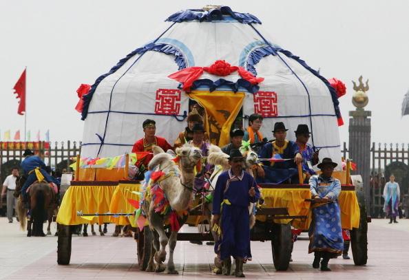 蒙古族婚礼非常隆重、热闹。(图/Getty Images)