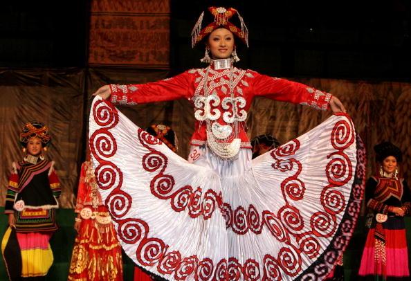 彝族男女青年主要通过火把节、婚嫁丧事和一些传统的聚会进行交际。图为一位彝族女子。(图/Getty Images)